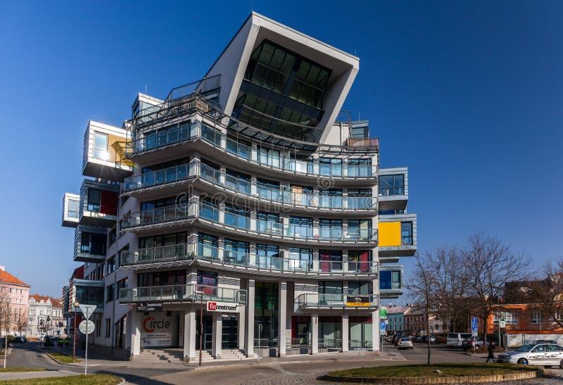 Pilsen, República Checa - 02/21/2018: Casa moderna - cente de la oficina foto de archivo libre de regalías