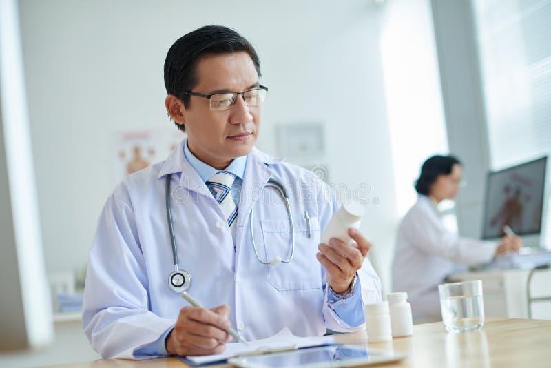 Pilules de prescription au patient image libre de droits