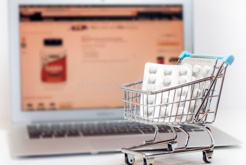 Pilules en ligne de concept d'achats images libres de droits