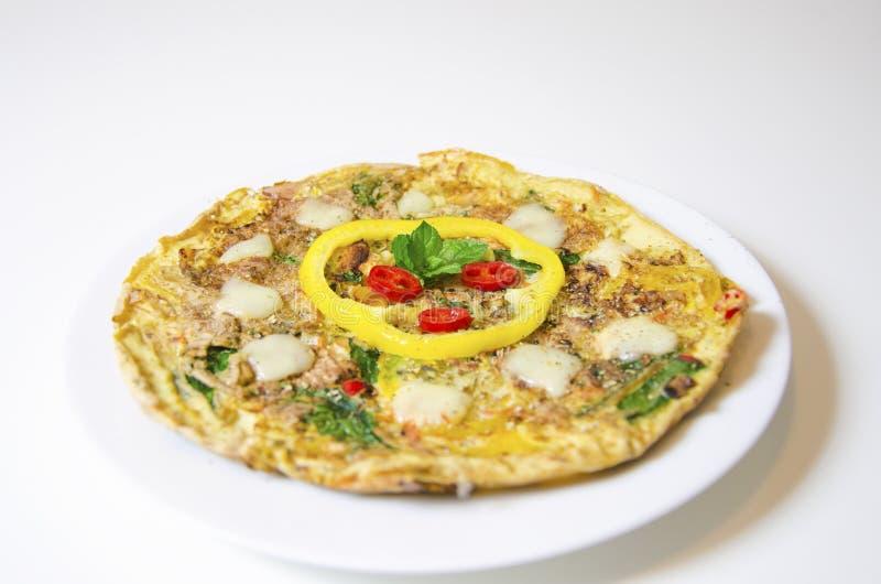 Pimentão dos espinafres e omeleta da pimenta fotografia de stock