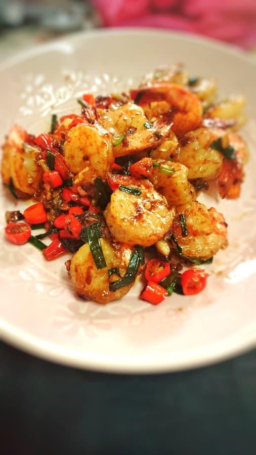 Pimentão e sal fritados camarão, fim acima fotos de stock