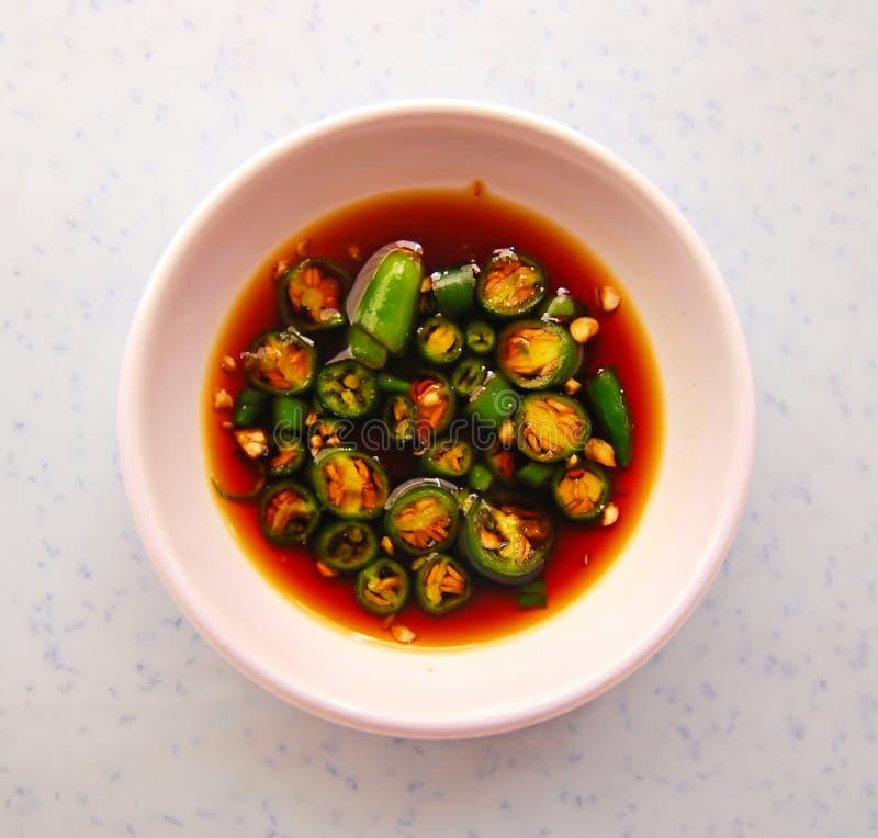 Piment et condiment typiques de sauce de soja en Asie photographie stock