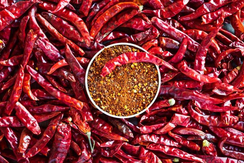 Pimenta de pimentão vermelho sobre a tabela imagens de stock