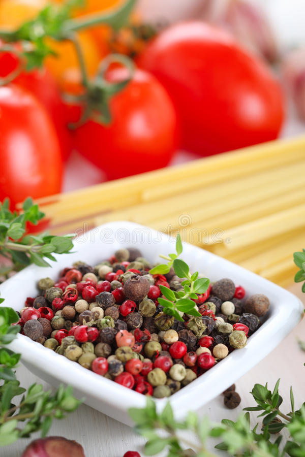 Pimenta, tomates e massa foto de stock