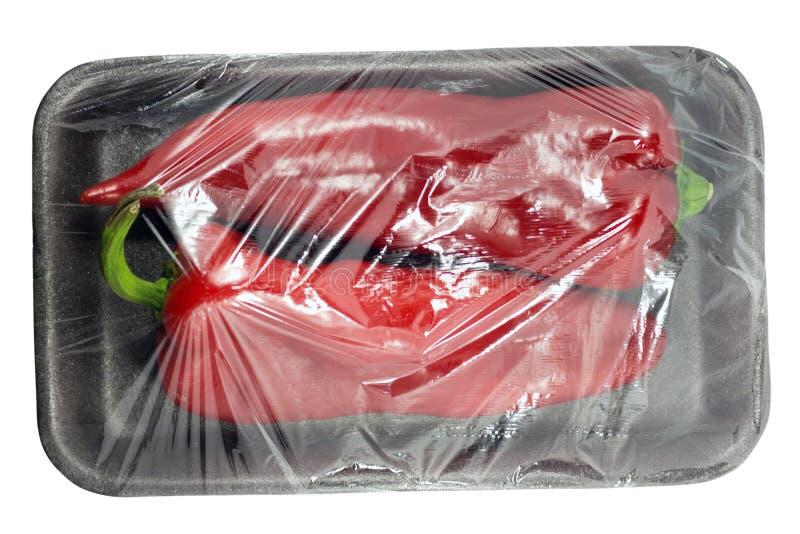 Pimenta vermelha doce no pacote plástico isolado em um fundo branco com um trajeto de grampeamento Vista da parte superior fotos de stock royalty free