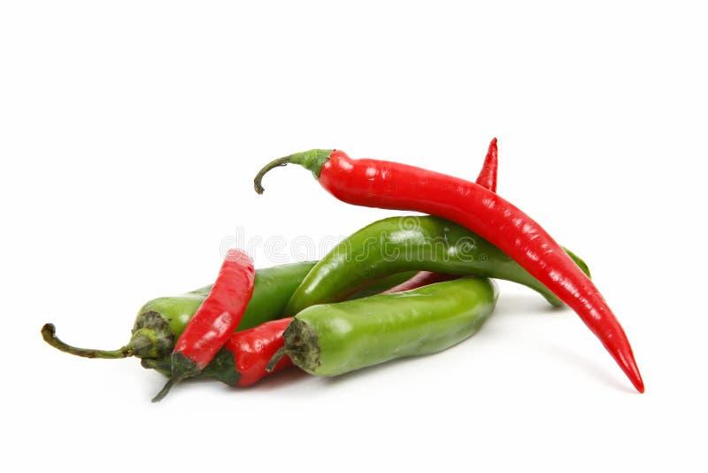 Pimentas agradáveis frescas vermelhas e verdes - muito quentes! imagem de stock royalty free