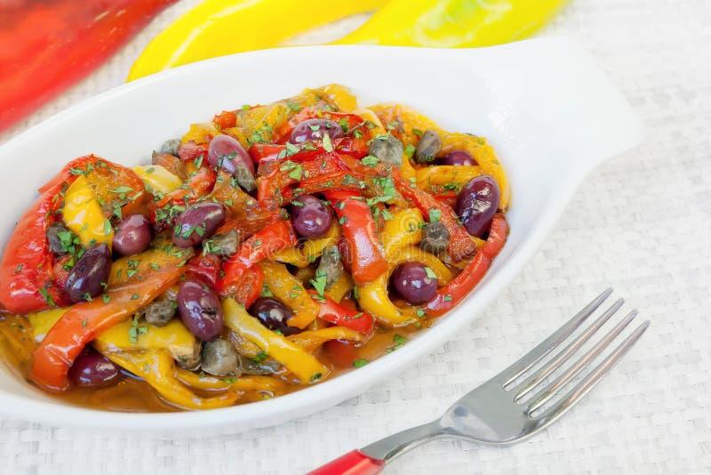 Pimentas com azeitonas e alcaparras foto de stock