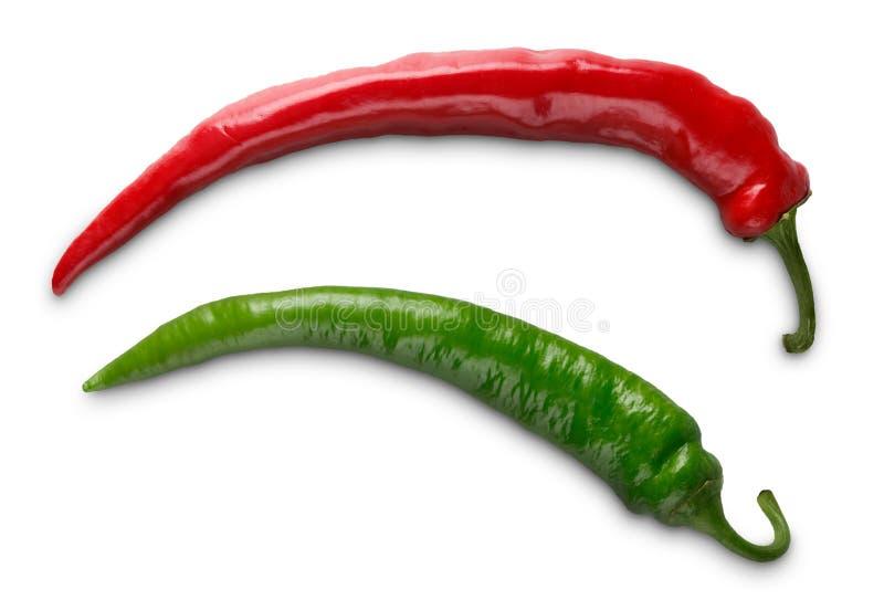Pimentas de dois, pimentões verdes e vermelhos isoladas no fundo branco fotografia de stock