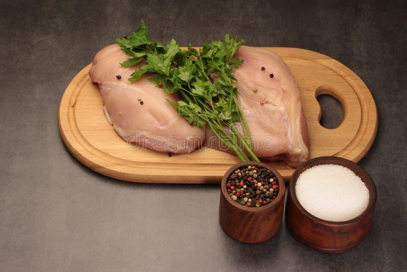 Pimentas e solt da salsa da galinha fotos de stock