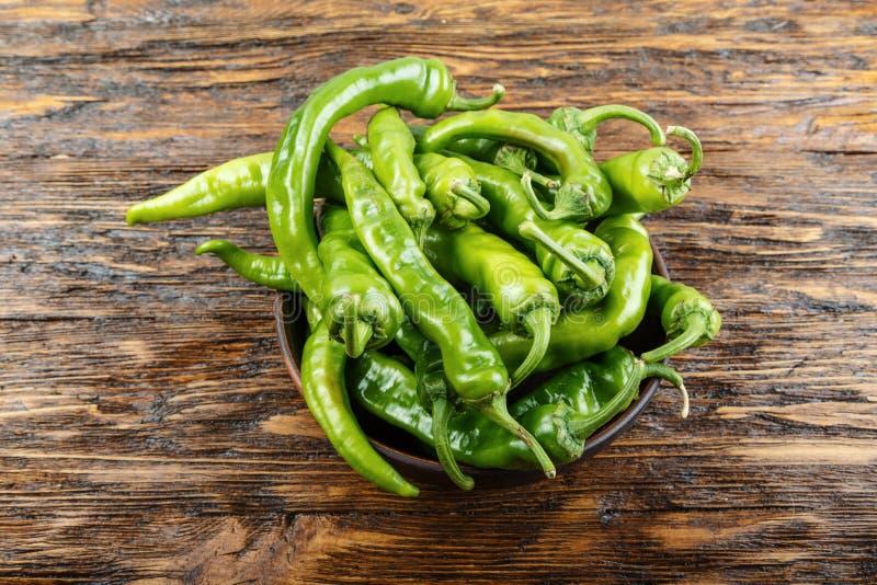 Pimentas verdes quentes imagem de stock