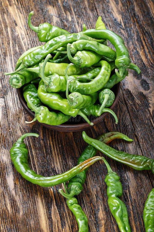 Pimentas verdes quentes fotografia de stock