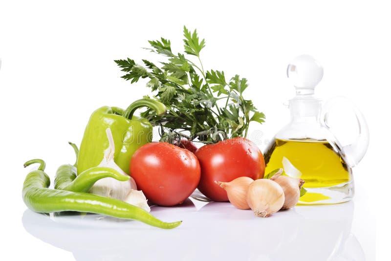 Pimienta, ajo, cebolla, tomates y aceite fotografía de archivo libre de regalías