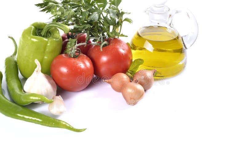 Pimienta, ajo, cebolla, tomates y aceite foto de archivo libre de regalías