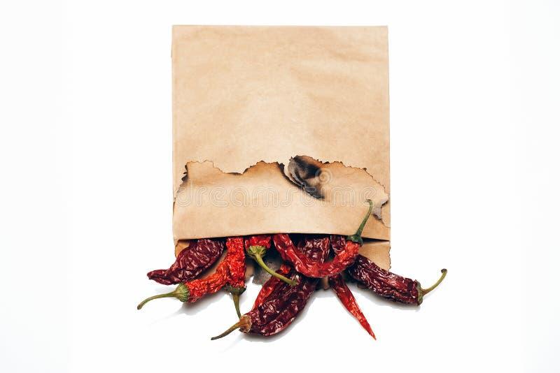 Pimienta de chiles en el papel aislado fotos de archivo