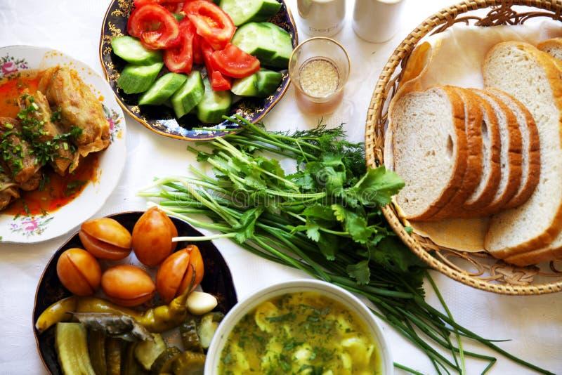 Pimienta tradicional asiática turca de la comida del Ramadán rellena con arroz y carne picadita fotografía de archivo