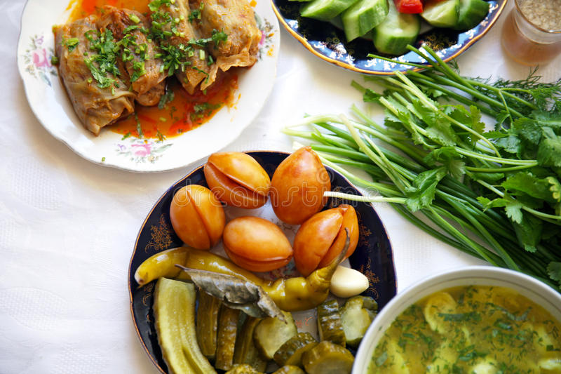 Pimienta tradicional asiática turca de la comida del Ramadán rellena con arroz y carne picadita imágenes de archivo libres de regalías