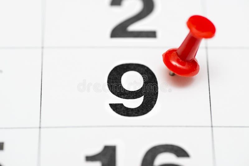 Pin在日期数9 第九日标记用一个红色图钉 在日历的Pin 免版税库存照片