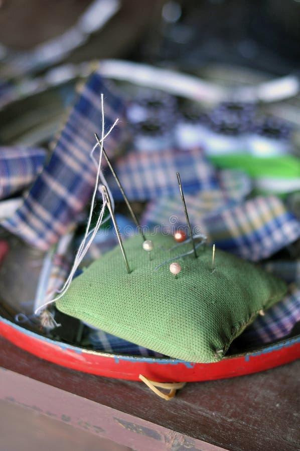 Pin工艺织品工作枕头 免版税库存照片