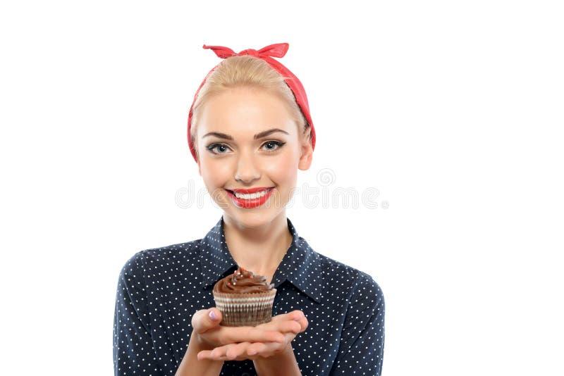 Pin вверх по девушке с пирожным стоковая фотография