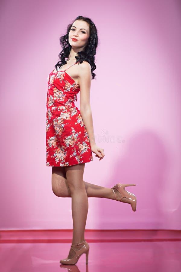 Pin acima da menina no vestido vermelho foto de stock royalty free