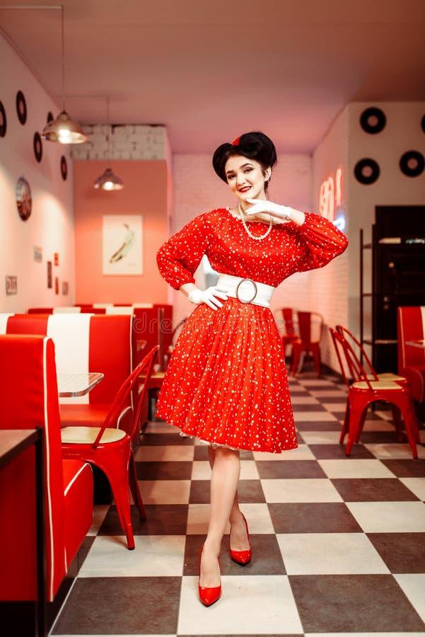 Pin acima da mulher no vestido vermelho com pontos brancos imagens de stock