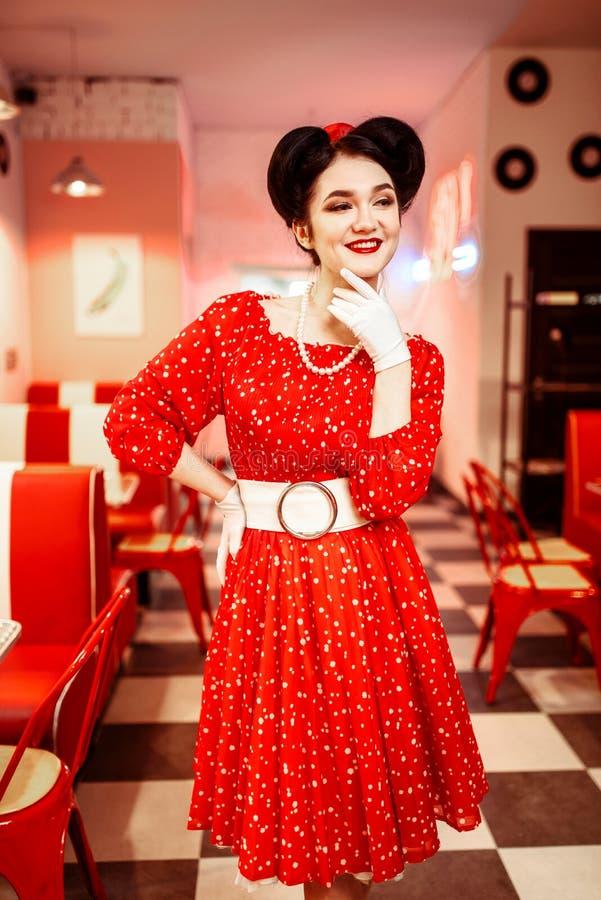 Pin acima da mulher no vestido vermelho com pontos brancos fotografia de stock royalty free