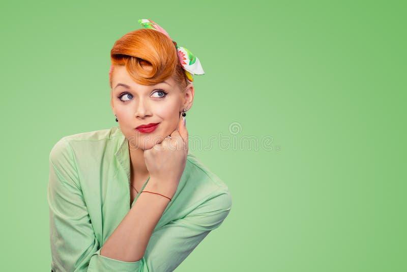 Pin acima da mulher retro do estilo que olha suspeito imagens de stock royalty free