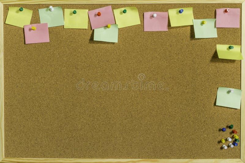 Pin Board With Space For variopinto i vostri messaggi fotografia stock libera da diritti