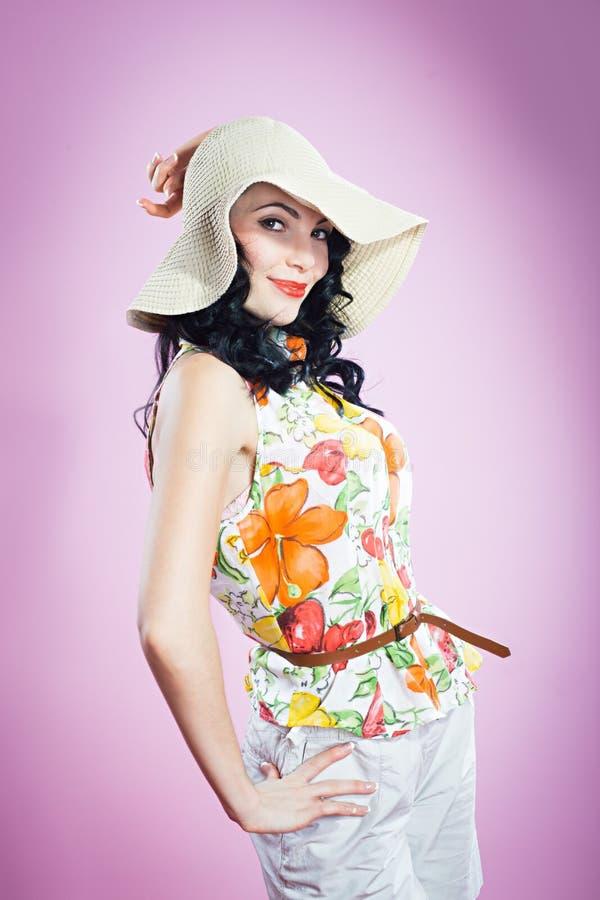 Pin herauf Mädchen in einem großen Hut lizenzfreie stockfotografie