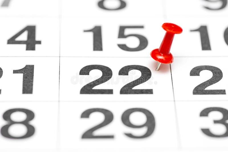 Pin la date numéro 22 Le seconde jour vingt du mois est identifié par une punaise rouge Pin sur le calendrier photographie stock libre de droits