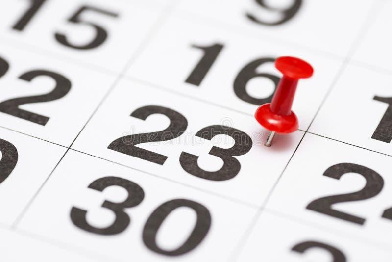 Pin la date numéro 23 Le vingt-troisième jour du mois est identifié par une punaise rouge Pin sur le calendrier image libre de droits
