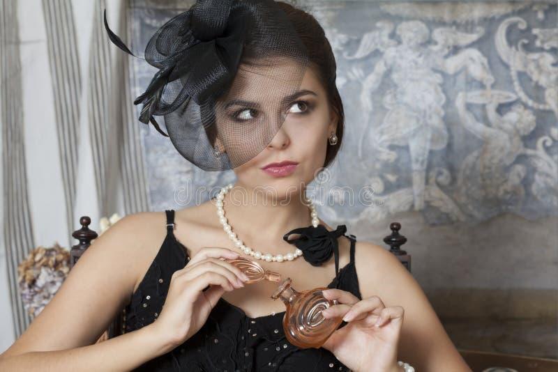 Pin Up Girl With Perfume flaska arkivbilder