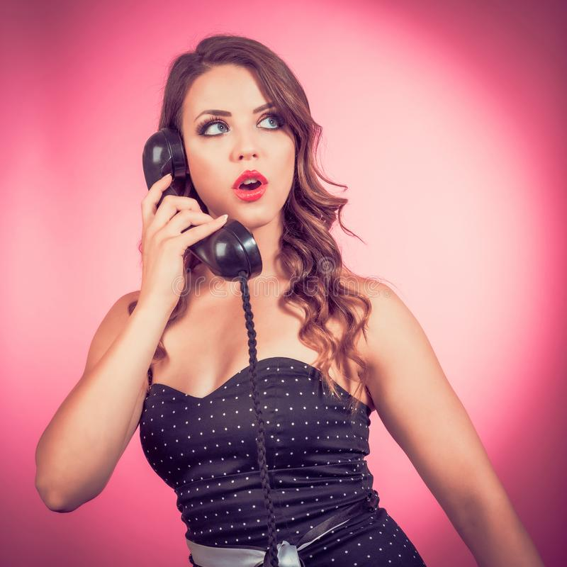 Pin Up Girl On Phone royaltyfri bild
