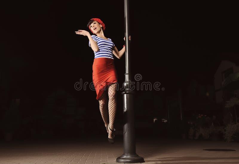 Pin vers le haut de fille et de lanterne photographie stock libre de droits