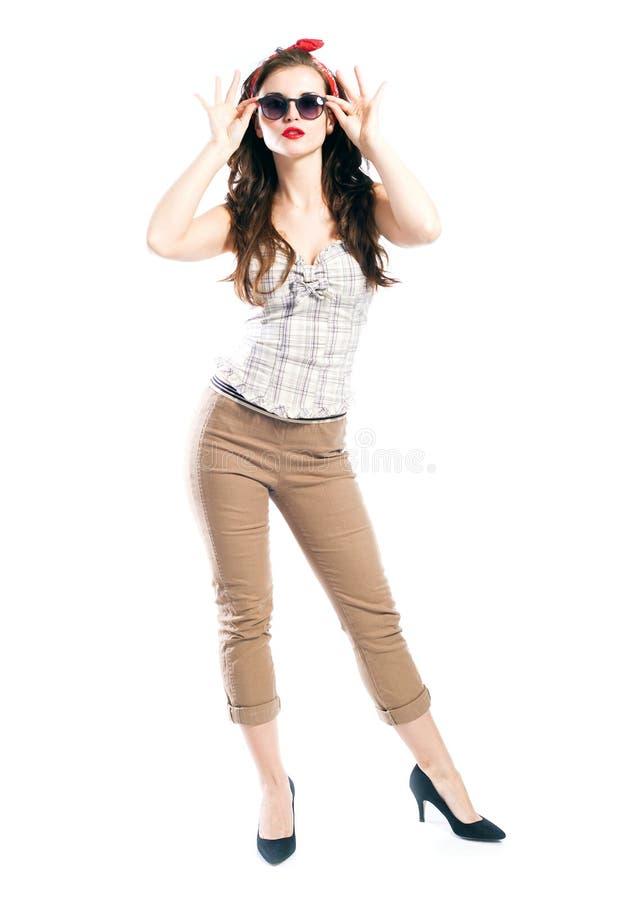Pin vers le haut du style de fille, femme avec de rétros lunettes de soleil images stock