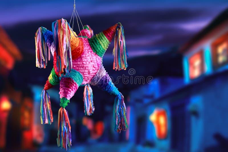 Pinata mexicain utilisé dans les posées et les anniversaires photos stock