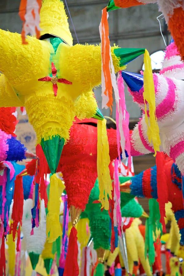 Pinatas mexicanos do feriado foto de stock royalty free