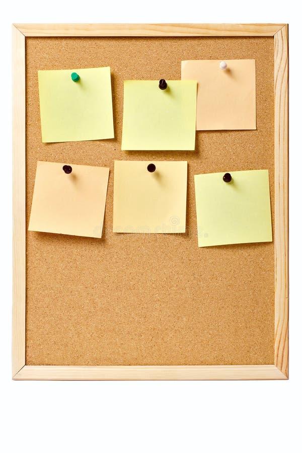 Pinboard met gespelde nota's stock afbeelding