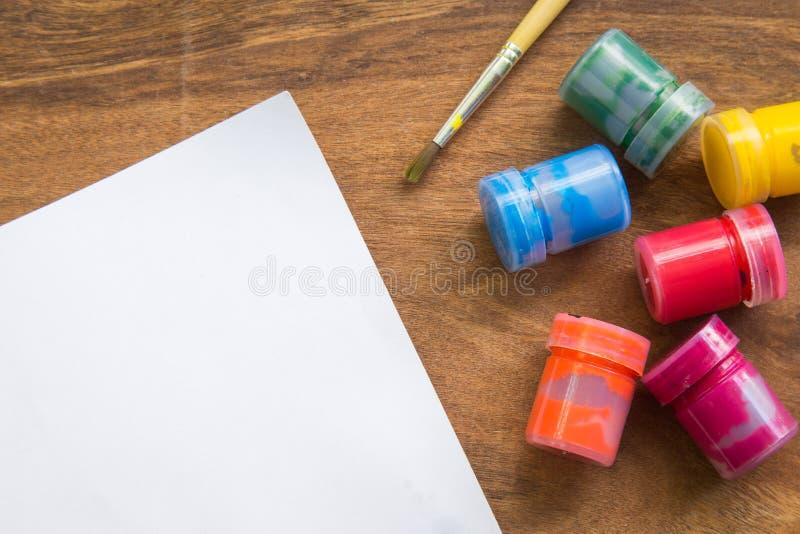 Download Pinceau, Aquarelle Avec Le Livre Blanc Sur La Table En Bois, Concept Créatif Image stock - Image du balais, couleur: 87709629