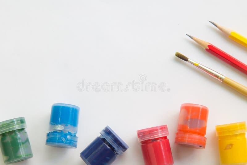 Download Pinceau, Aquarelle, Crayon Sur Le Livre Blanc Et Espace De Fonctionnement Pour Le Message Textuel Image stock - Image du couleur, note: 87709581