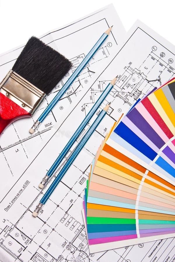 Pinceau, crayons, retraits et guide de couleur images stock