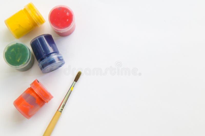 Download Pinceau Et Aquarelle Sur Le Livre Blanc, L'espace De Fonctionnement Pour Le Message Textuel Image stock - Image du créativité, bleu: 87709517