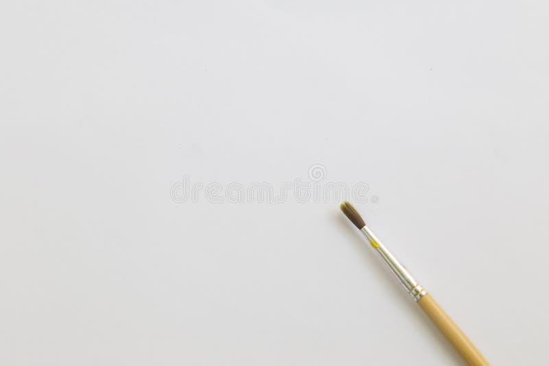 Download Pinceau Sur Le Livre Blanc Avec L'espace De Fonctionnement Image stock - Image du fond, objet: 87709515