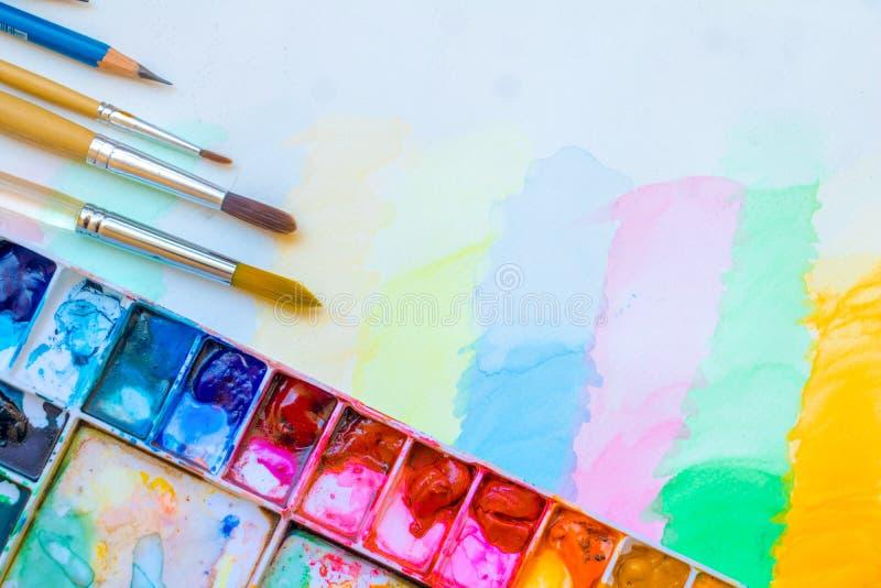 Pincel com cor de água fotografia de stock royalty free