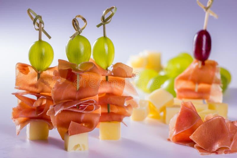 Pinchos del queso foto de archivo