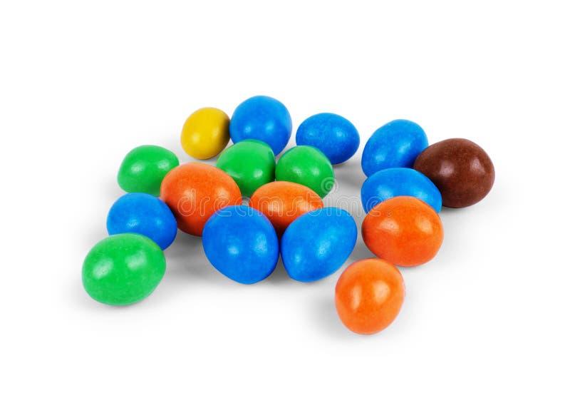 Pinda's in een multi-colored chocolade op een witte achtergrond royalty-vrije stock afbeelding