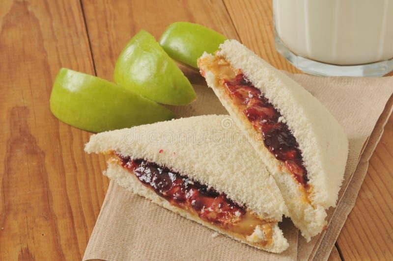 Download Pindakaas en geleisandwich stock foto. Afbeelding bestaande uit drank - 39115636