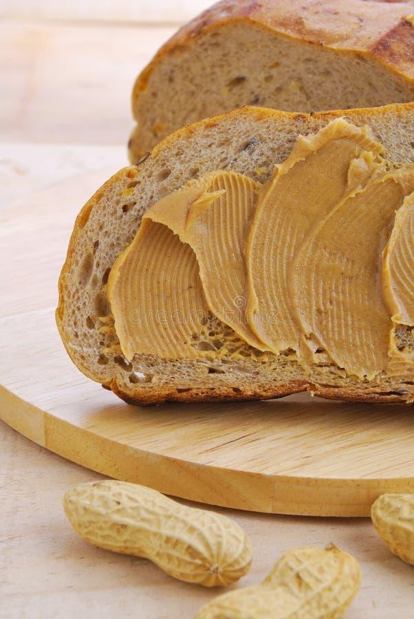 Pindakaas met brood stock foto's