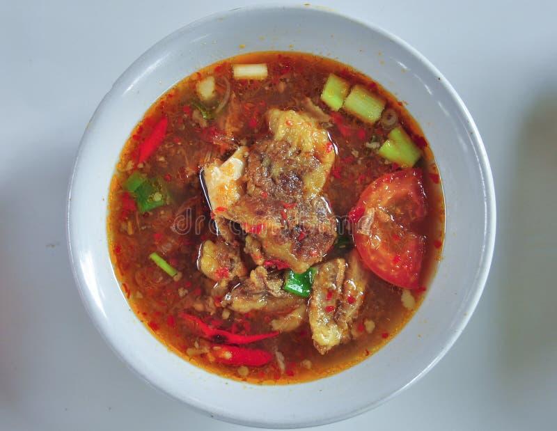 Pindang-Knochen pindang tulang traditionelle Nahrung von Palembang stockfotografie