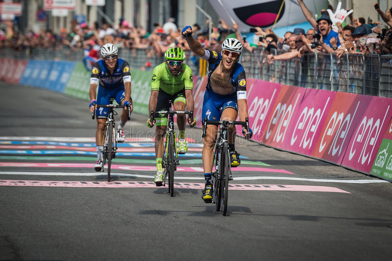 Pinerolo, Włochy Maj 26, 2016; Matteo Trentin wygrywał scenę Giro D'Italia 2016 od Muggià ² Pinerolo fotografia stock